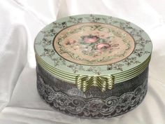 Beautiful box by Sengul Guner.