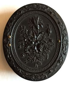 1/9th Plate Oval-Shaped Thermoplastic Union Case, ca. 1850's/60's