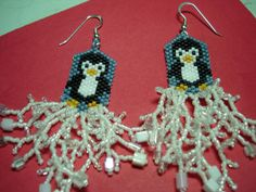 Get started on your holiday beading! Earring Advent Event – Penguins, free pattern from Shala Kerrigan of BellaOnline.
