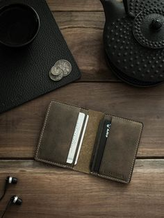 """Meet """"Maddox"""", a handsome brown oil tan handmade leather wallet for the highly organised individual. Leather Passport Wallet, Slim Leather Wallet, Handmade Leather Wallet, Slim Wallet, Crea Cuir, Leather Conditioner, Macbook Case, Best Bags, Grey Leather"""