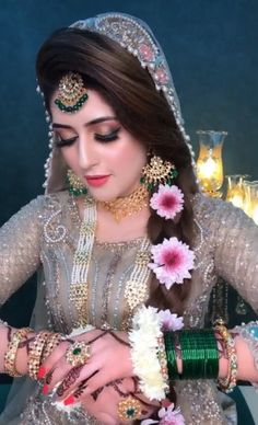 Pakistani Bridal Makeup, Bridal Mehndi Dresses, Bridal Dress Design, Bridal Outfits, Bridal Lehenga, Indian Wedding Hairstyles, Bride Hairstyles, Pakistani Bride Hairstyle, Beautiful Indian Brides