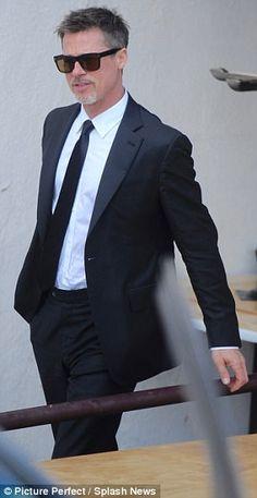Brad Pitt looks pensive as he leaves Chris Cornell's wake Fight Club Actors, Fight Club Brad Pitt, Brad And Angelina, Classy Suits, Chris Cornell, Famous Men, Celebs, Celebrities, Celebrity Babies