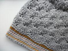hat - lovely colors  link to pattern: http://www.hjemmet.dk/haandarbejde/Hakling/Hakl-selv-Hue-i-muslingehakling/ (danish)