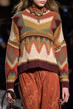 Etro at Milan Fashion Week Fall 2018 Etro at Milan Fashion Week Fall 2018 - Livingly History of Knitting Yarn rotating, weaving and sewing careers such as BC. Knitwear Fashion, Knit Fashion, Ethnic Fashion, Fall Fashion, Moda Fashion, Runway Fashion, Moda Hippie, Mode Boho, Casual Tops For Women