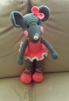 Amigurumi Crochet Rata Bailarina Free Pattern - Amigurumi Free Patterns and Amigurumi Tutorials Crochet Mouse, Crochet Amigurumi, Cute Crochet, Crochet For Kids, Amigurumi Patterns, Crochet Crafts, Crochet Dolls, Crochet Baby, Crochet Projects