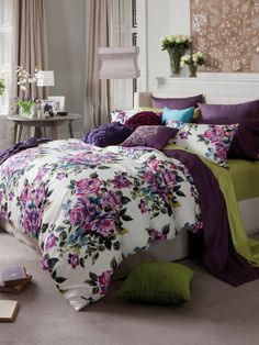 I don't usualy like floral, but this really works for me. I think pairing a clean floral comforter with bold, plain sheets/pillows turns an otherwise overly romantic/feminine look into something more natural and earthy. Dream Bedroom, New Room, Contemporary Interior, Duvet Cover Sets, Bedding Sets, Comforter Set, Decoration, Bedroom Decor, Bedroom Colors