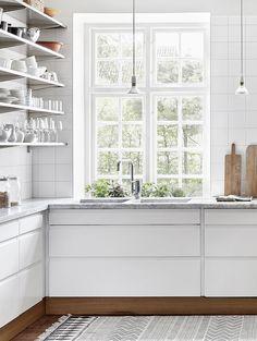 White Kitchen - Cabinetry Ideas - Modern Home - Masculine Decor - Interior Design Modern Kitchen Cabinets, Kitchen Interior, New Kitchen, Kitchen Ideas, Skandi Kitchen, Design Kitchen, Kitchen Tips, Voxtorp Ikea, Küchen Design