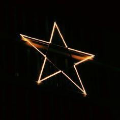 Idą #Swieta - #Christmas is coming - #lights #nightphoto #noc #swiatlo #star #gwiazda #vscocam #vscopoland #vscoworld #wroclaw #wroclove #poland #polska