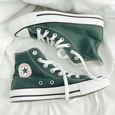 Dr Shoes, Swag Shoes, Hype Shoes, Me Too Shoes, Shoes Sneakers, Converse Shoes Outfit, High Top Sneakers, Converse Verte, Mode Converse