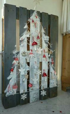 A pallet idea for Christmas.