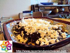 MICHOACÁN MÁGICO. ¿Sabes qué es el Atapakua? Es un platillo tradicional Purépecha que  se consume durante los funerales. Esté alimento consiste en mole rojo con queso, se espesa con maíz morado o azul, molido en metate y le agregan semillas de  calabaza o chilacayote. HOTEL CABAÑAS ERENDIRA http://erendiralosazufres.com/