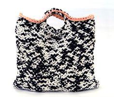 쇼퍼백 DIY 패키지 강좌 : 네이버 블로그 Finger Knitting, Textiles, Knit Crochet, Crochet Bags, Bucket Bag, Floral Tops, Instagram Posts, Handmade, Women