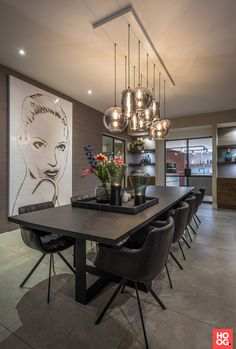 Woonwinkel Schijndel - Exclusief interieur - Hoog ■ Exclusieve woon- en tuin i. Luxury Dining Room, Dining Room Lighting, Dining Room Design, Dining Room Lamps, Interior Design Living Room, Modern Interior, Living Room Decor, Dinner Room, Style At Home