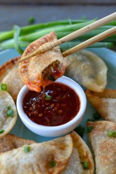 Foodie Recipes — hoardingrecipes: Easy Crispy Pork Wontons Win a. Pork Wonton Recipe, Wonton Recipes, Pork Recipes, Asian Recipes, Ethnic Recipes, Pork Meals, Yummy Recipes, Appetizer Dishes, Recipes