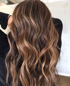 Lob Haircut, Lob Hairstyle, Pretty Hairstyles, Easy Hairstyles, Hair Color Caramel Highlights, Burnette Hair, Hair Inspo, Hair Inspiration, Curly Hair Styles