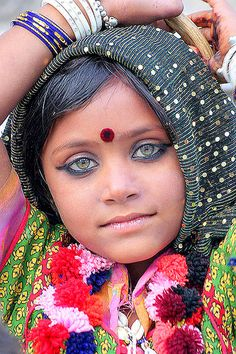 Petite fille aux yeux verts / Green eyes girl India