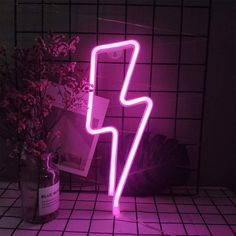 LED Lightning Bolt Neon Light Pink Lightning Wall Decor Light USB/Battery Powered Night Lights Lightning Shaped Neon Signs for Christmas Birthday Party Living Room Bar Wedding Party Decor (Pink): Amazon.co.uk: Lighting