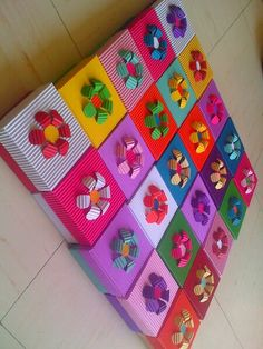 Cajitas Diy Gift Box, Diy Gifts, Diy And Crafts, Arts And Crafts, Gift Box Packaging, Birthday Box, Candy Bouquet, Explosion Box, Gift Hampers