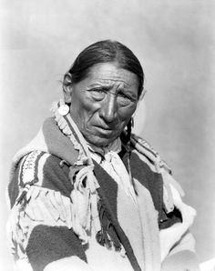 Many Turning Robes, a Blackfoot man. No date or additional information.  (Google.ca)