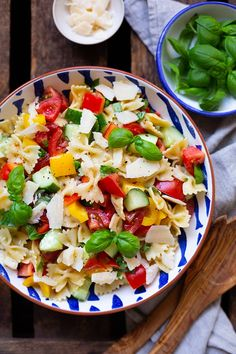 Simple pasta salad with honey mustard dressing - carousel, Advertising. Bombastic pasta salad with honey mustard dressing. This recipe is perfect for grilling. - Cooking ca. Pasta Recipes, Salad Recipes, Dinner Recipes, Cooking Recipes, Healthy Recipes, Recipe Pasta, Drink Recipes, Honey Mustard Dressing, Easy Pasta Salad