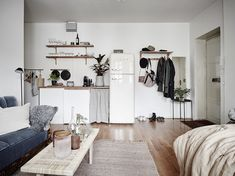 Who says small can't be beautiful? This 27 metre square foot square) studio apartment in Gothenburg, Sweden is a. Minimalist Studio Apartment, Studio Apartment Layout, Studio Layout, Studio Apartment Decorating, Studio Design, Studio Apartment Living, Apartment Decoration, Small Room Decor, Small Rooms