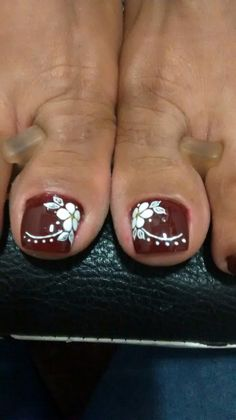 Toenail Art Designs, Fingernail Designs, Flower Pedicure Designs, Pedicure Nail Art, Toe Nail Art, Cute Toe Nails, Pretty Nails, Feet Nails, Toenails