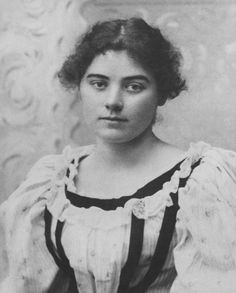 Emily Carr was a Canadian artist and writer heavily inspired by the indigenous peoples of the Pacific Northwest Coast. Canadian Painters, Canadian Artists, Emily Carr Paintings, Tom Thomson, Group Of Seven, Impressionist Paintings, Beautiful Mind, First Nations, Famous Artists