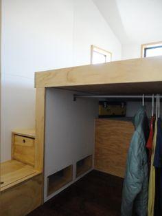 Closet abajo de la caja con cajones/escalera laterales