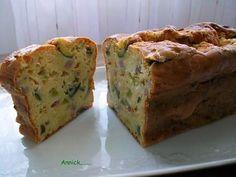 La meilleure recette de Cake courgette-chèvre et lardons! L'essayer, c'est l'adopter! 4.5/5 (10 votes), 10 Commentaires. Ingrédients: 150g de farine,1/2 sachet de levure chimique,3 oeufs,12 cl de lait,4 c.à s. d'huile d'olive,100g de lardons fumés,50g de gruyère râpé,120g de chèvre en buche,500g de courgettes,sel,poivre et origan.