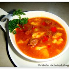 Bogracz węgierski (autor: christopher) - DoradcaSmaku.pl Goulash Soup, Coco, Thai Red Curry, Yummy Food, Yummy Recipes, Favorite Recipes, Beef, Dishes, Cooking