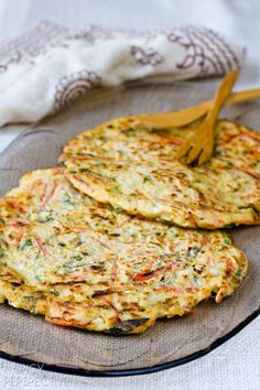 Frugal Food Items - How To Prepare Dinner And Luxuriate In Delightful Meals Without Having Shelling Out A Fortune Korean Vegetable Pancakes - Pajun Pajeon With Spicy Soy Dipping Sauce Vegetarian Appetizers, Vegetarian Recipes, Cooking Recipes, Healthy Recipes, Korean Appetizers, Korean Food Recipes, Healthy Food Blogs, Korean Vegetables, Fresh Vegetables