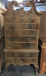 VINTAGE NORTHERN FURNITURE COMPANY CHEST ON CHEST. THIS PIECE HAS 12  DRAWERS WITH CARVED CABRIOLE