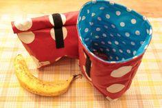 Stullentüte war gestern! Super praktisch für den Snack unterwegs: Eine wasserabweisende Lunch Bag mit praktischen Klettverschluss-Roll-Verschluss von DIY Eule! #lunchbag #wachstuch #diyeule
