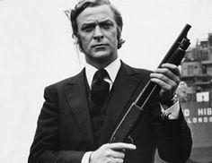 H σχέση των ανδρών με τα όπλα πηγαίνει πίσω στις αρχές της ιστορίας. Η εικόνα ενός άνδρα με το πιστόλι να σημαδεύει είναι κλασική όταν έχει περάσει στην κουλτούρα μέσω του κινηματόγραφου. Άνδρες icons σημαδεύουν,