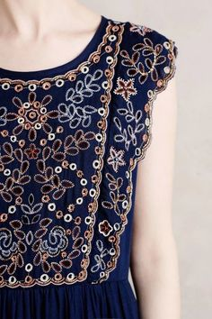 Vanessa Virginia Navy Putomayo Embroidered Dress I like the embroidery here. Very sweet. Mode Style, Style Me, Casual Chique, Look Fashion, Womens Fashion, Fashion Days, Vetement Fashion, Moda Boho, Inspiration Mode