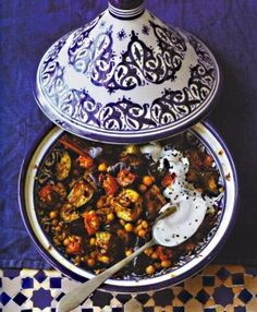 Auberginen-Tajine mit Tomaten, Kichererbsen und Joghurt