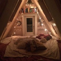Clever Use of Attic Design and Remodeling Ideas, Insidious Use of Attic Room Design and Remodel Ideas Are you trying to find ideas for the best of converting attic rooms? Attic Bedrooms, Bedroom Loft, Bedroom Storage, Master Bedroom, Attic Bedroom Small, Attic Storage, Bedroom Inspo, Attic Spaces, Small Spaces