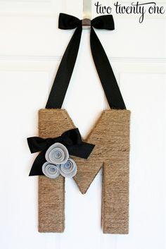 Jute Wrapped Monogram Wreath {DIY} – Two Twenty One Bebek Odası – Home Decoration Twine Crafts, Cute Crafts, Decor Crafts, Crafts To Make, Kids Crafts, Monogram Wreath, Diy Wreath, Letter Wreath, Door Monogram