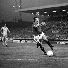 Coventry City 0 Man Utd 2 in Aug 1976 at Highfield Road. Steve Coppell looks to set up another chance for United Manchester United Legends, Manchester United Players, Steve Coppell, Coventry City, Old Trafford, Fa Cup, Man United, Over The Years, Grass