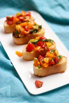 """Het lekkerste recept voor """"Crostini met tomatensalsa"""" vind je bij njam! Ontdek nu meer dan duizenden smakelijke njam!-recepten voor alledaags kookplezier!"""