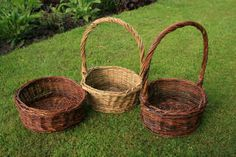Tutorial on how to make baskets. Would make a nice  homemade container for favor table, sweets/candy table, or the place card holder table.