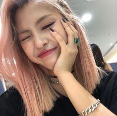 cutiepie finally posted on their ig — 190908 update — … – Kpop Magazine Guys And Girls, Kpop Girls, Hair Icon, Korean Celebrities, Pink Hair, Korean Girl Groups, Girl Crushes, Red Velvet, Asian Girl