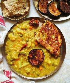 Bengali masoor dal (red lentils) khichdi / khichuri - for rainy days Bangladeshi Food, Bengali Food, Indian Food Recipes, Vegetarian Recipes, Ethnic Recipes, Curry Recipes, Rice Recipes, Masoor Dal, Dal Recipe