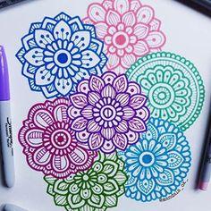 """ que tus sueños pesen mas que tus excusas. Mandala Doodle, Mandala Art Lesson, Mandala Artwork, Mandala Drawing, Dibujos Zentangle Art, Zentangle Drawings, Zentangle Patterns, Art Drawings, Bullet Journal Art"