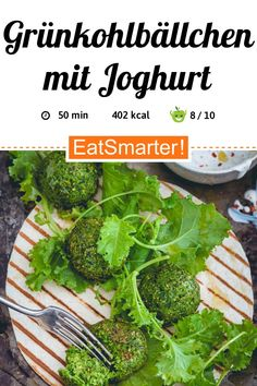 Grünkohlbällchen mit Joghurt - smarter - Kalorien: 402 kcal - Zeit: 50 Min. | eatsmarter.de Falafel, Eat Smarter, Seaweed Salad, Ethnic Recipes, Chic Peas, Yogurt, Kale Recipes, Healthy Dishes, Mint