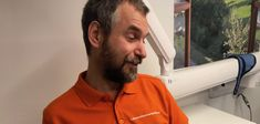 Tandimplantat | Laholms Tandvårdsklinik http://laholmstandvardsklinik.se/tandimplantat/    Kostnadsfri rådgivning  Först kommer du på en kostnadsfri rådgivning inför ett tandimplantat. En mindre undersökning visar om du är en lämplig kandidat för ett tandimplantat. Här nedan ser du bilder när Petra Torresan från Malmö är på en kostnadsfri rådgivning med samtal samt ett kostnadsförslag du får med dig hem.