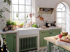 Küchen im Landhausstil: Grüne Küche im Landhausstil - Wohnen & Garten