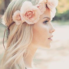 The beautiful Claire Holt Most Beautiful Women, Beautiful People, Beautiful Bride, Emma Gilbert, Serie Vampire Diaries, Pretty People, Celebs, Female Celebrities, Beauty