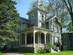 Queen Anne on Ellicott Avenue by kdf0517, via Flickr