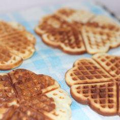 Waffle hamuru tarifi. Yarın pazar. Ve bütün aile bir arada. Yine çok güzel kahvaltı sofraları hazırlanıp hep birlikte sevgi dolu bir arada yemekler yenece